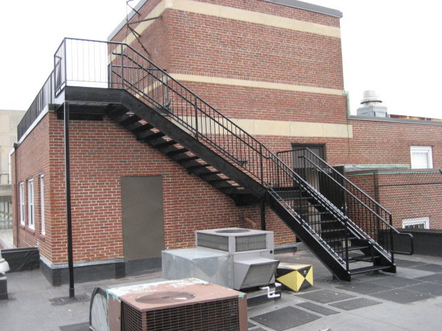 ... Roof Top Steel Stairs With Offset Handrail And Guardrail ...