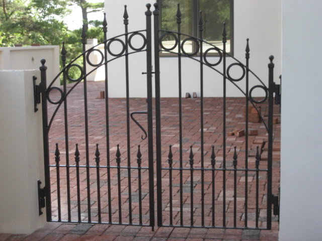 ... Patio Gate With Circles And Finials ...